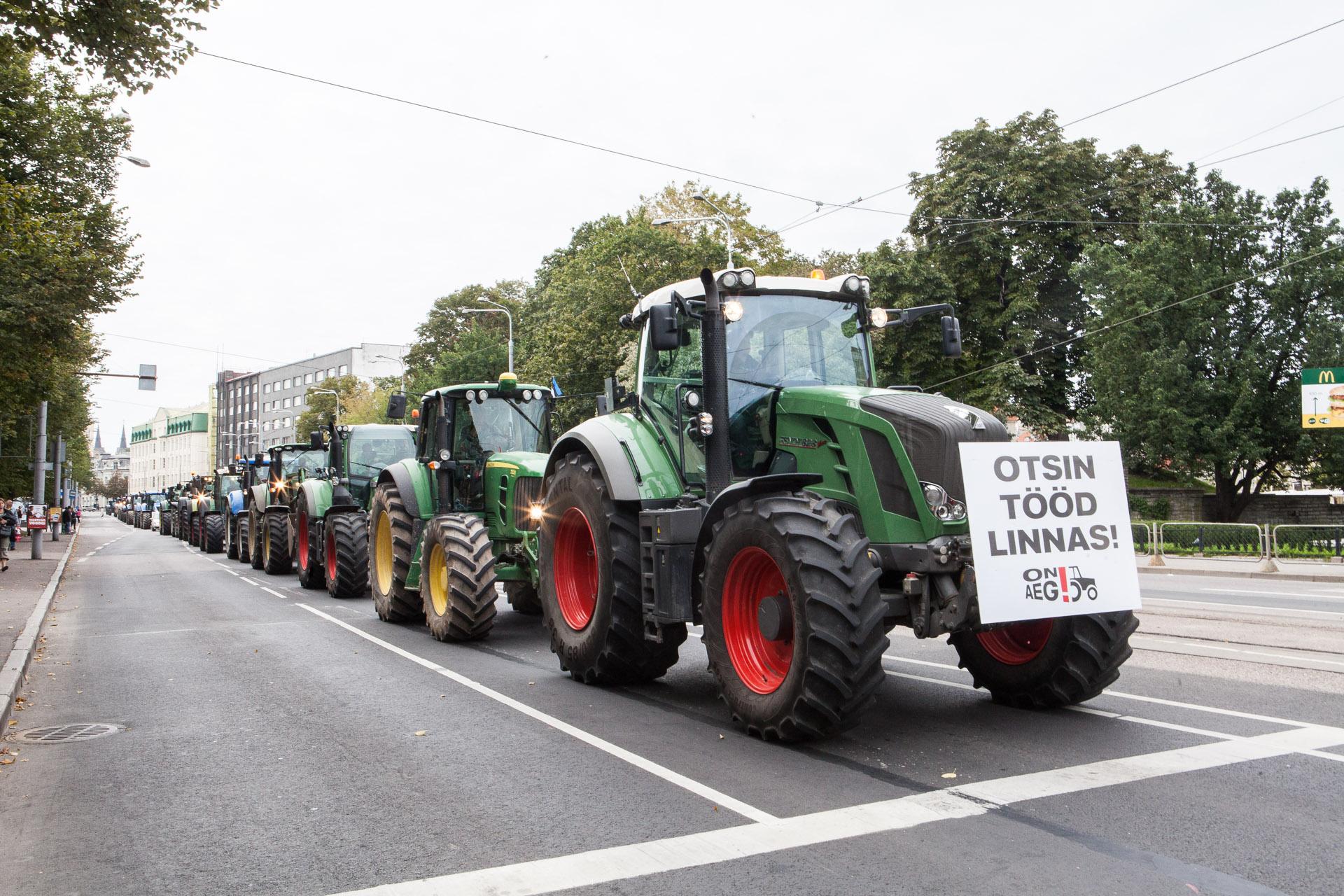 Traktorid saabuvad Viru väljakule